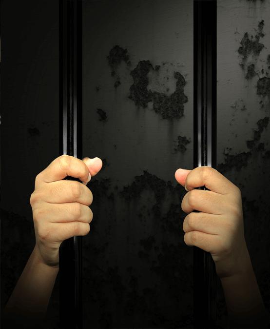 Escono dal carcere e vengono espulsi